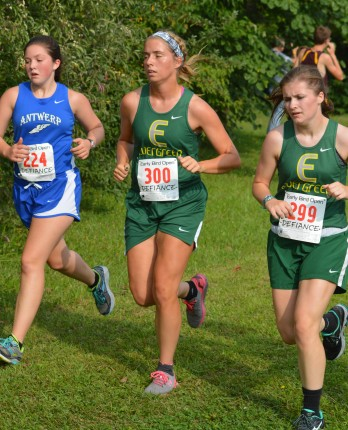 Ashley and Katie work together through the first mile