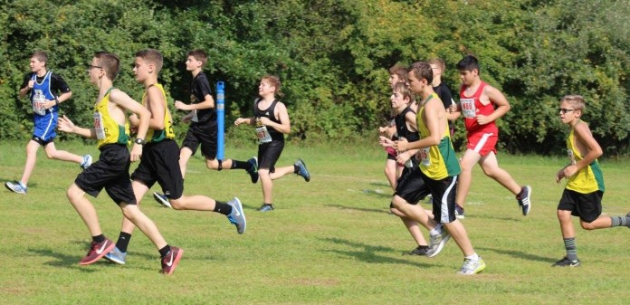 The middle school team kicks off their race
